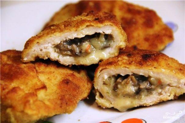 Мясо, фаршированное грибами и сыром