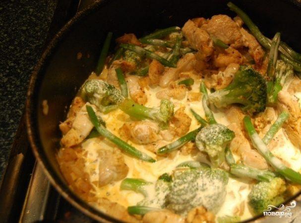Куриная грудка с брокколи в сливочном соусе