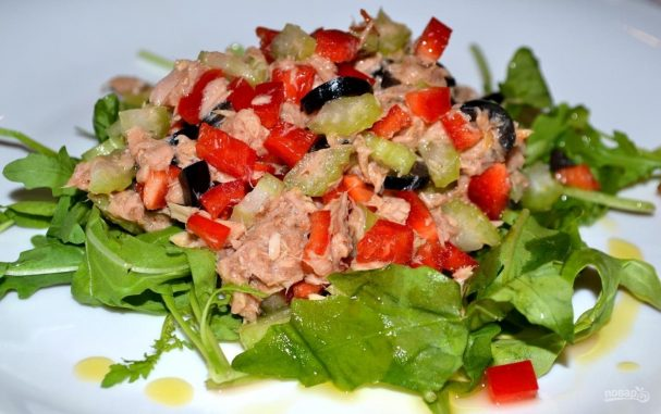 салат с тунцом консервированным и овощами рецепт с пошаговым фото