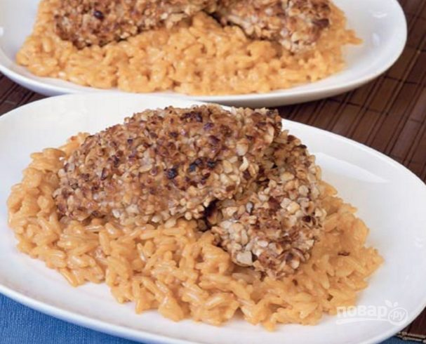 Ореховые наггетсы с рисом и сливочным соусом