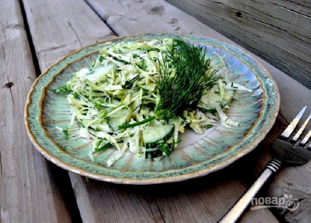 Салат со свежей капустой и огурцом