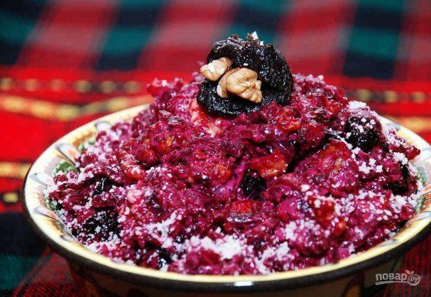 Салат из свеклы, чернослива и грецкого ореха