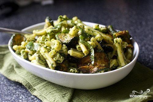 Салат из цукини и макарон