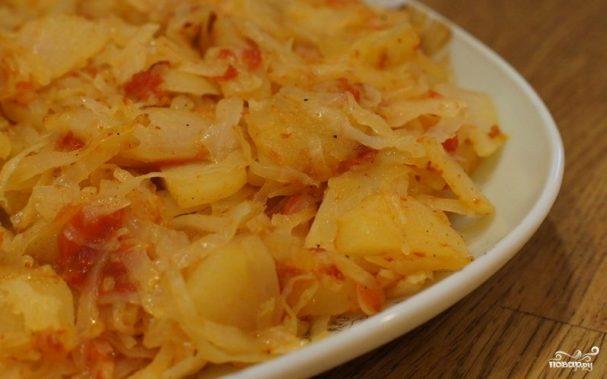 Тушеная капуста с картошкой в мультиварке