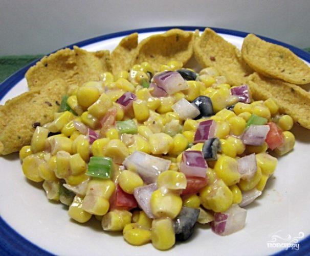 Салат из чипсов и кукурузы