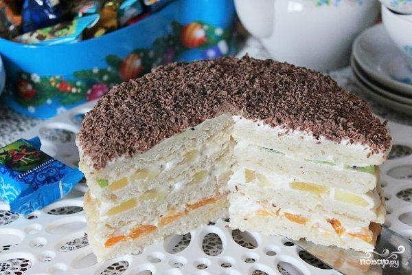 Торт сметанный с фруктами