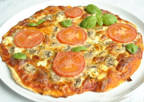 Пицца: тонкое тесто без дрожжей