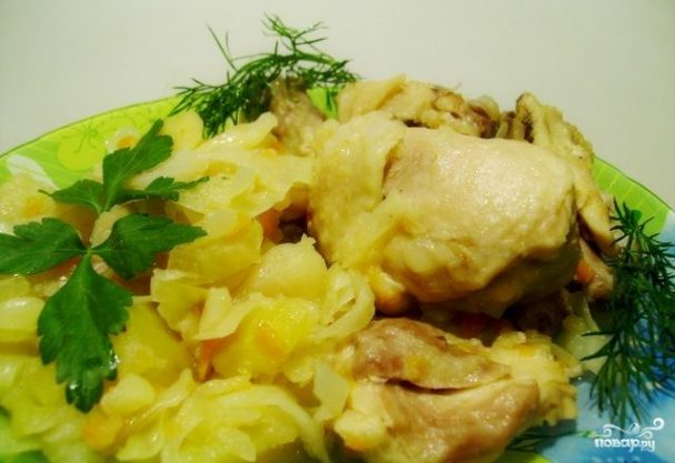 Курица с капустой в духовке