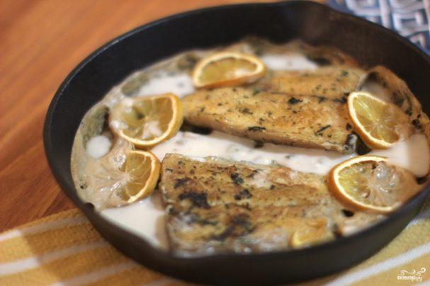 Рыба в сметанном соусе в духовке