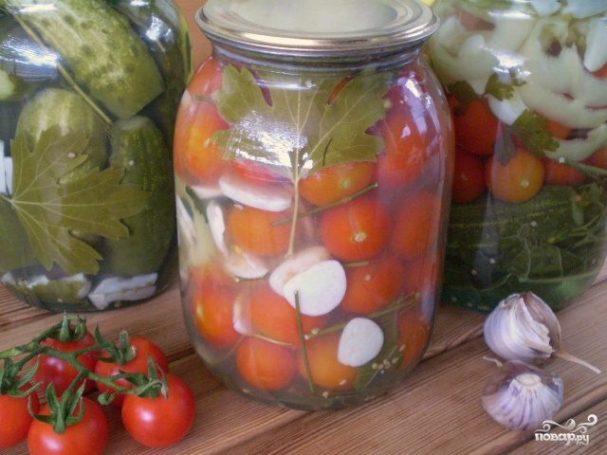 Закатка помидоров с чесноком