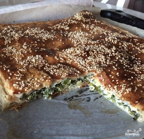 Слоеный пирог с яйцом и зеленым луком