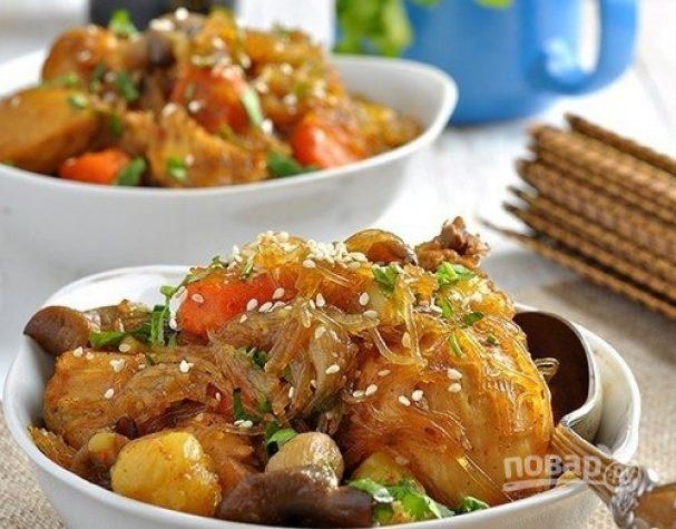 Стеклянная лапша с курицей и овощами