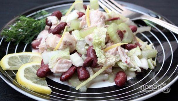 Салат из фасоли с курицей
