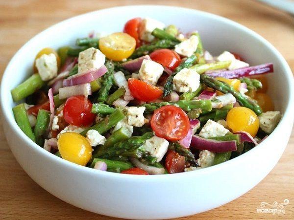 Салат с черри и сыром
