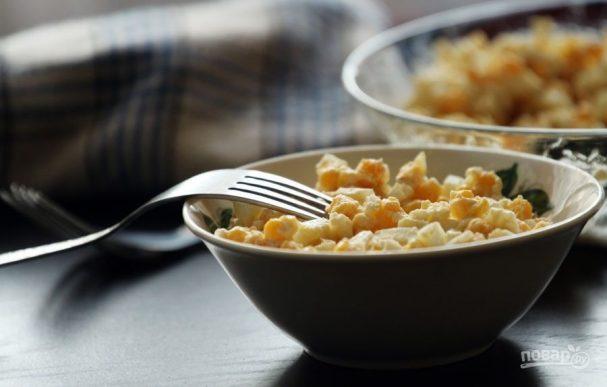 Салат из яиц и кукурузы