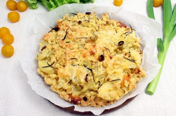 Пирог из песочного теста с картошкой