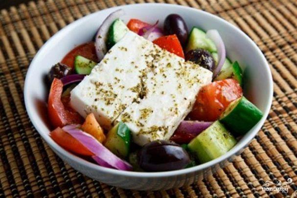 Греческий салат с винным уксусом