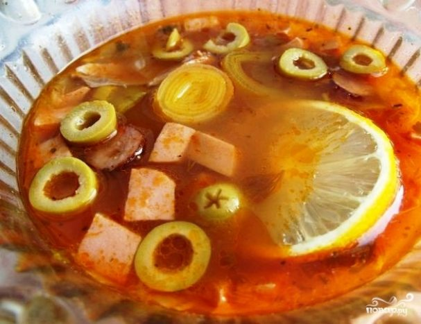 солянка с колбасой и копченой курицей рецепт
