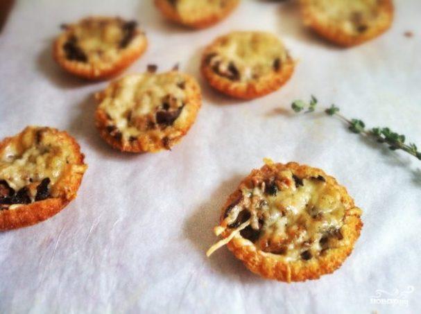 Тарталетки с маринованными грибами