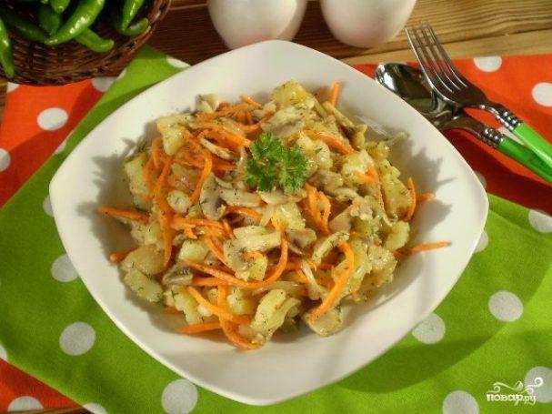 Салат с морковкой и грибами