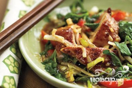 Жареная курица с джикамой и кресс-салатом