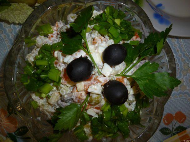 """Салат """"Оливье"""" с яблоками"""