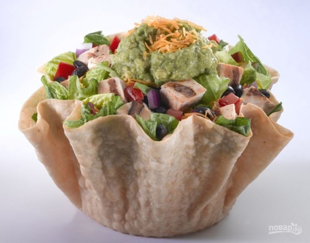 Мексиканский салат с курицей