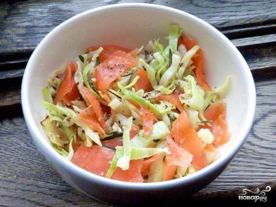 Салат с капустой и семгой