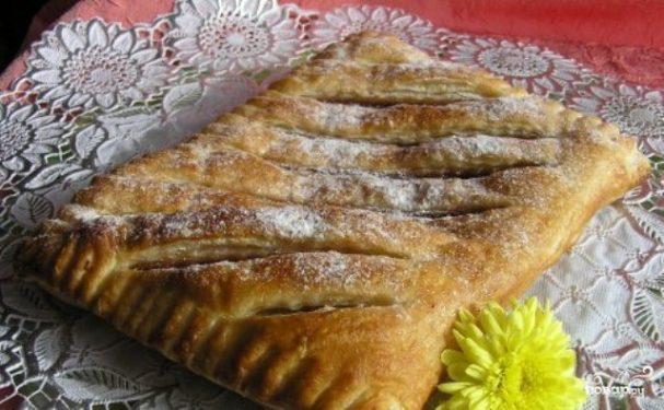 Пирог из слоеного теста с вареньем