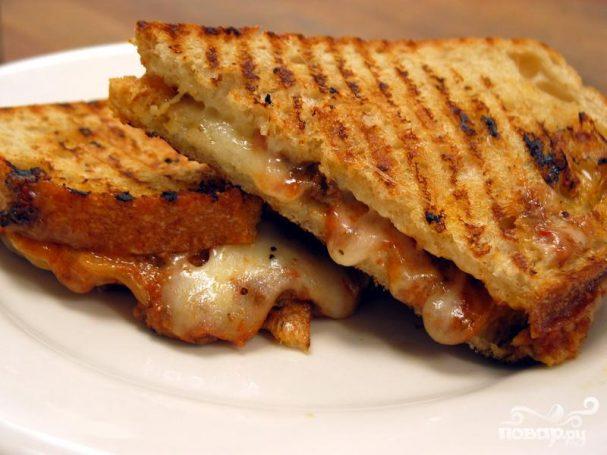 Сэндвич с мясным чили