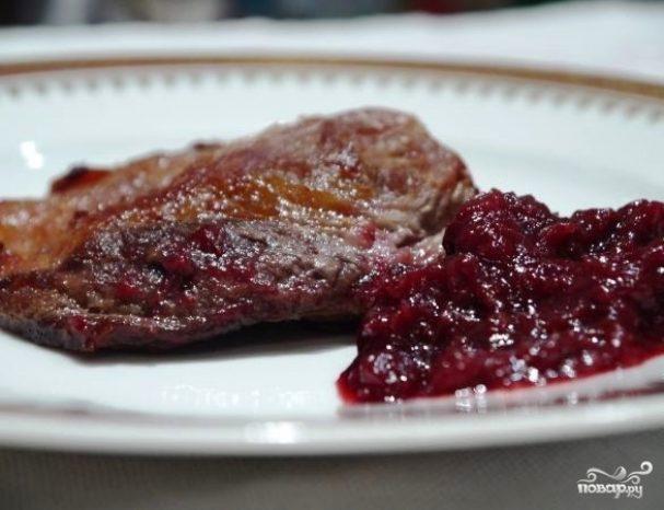 Мясо в брусничном соусе
