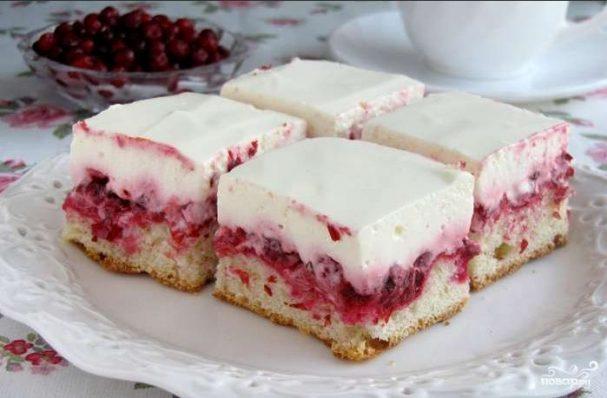 Брусничный пирог со сметаной