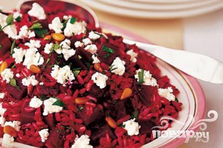 Салат из свеклы, риса и козьего сыра