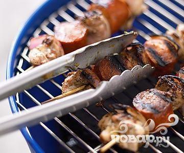 Шашлык из курицы с сосисками