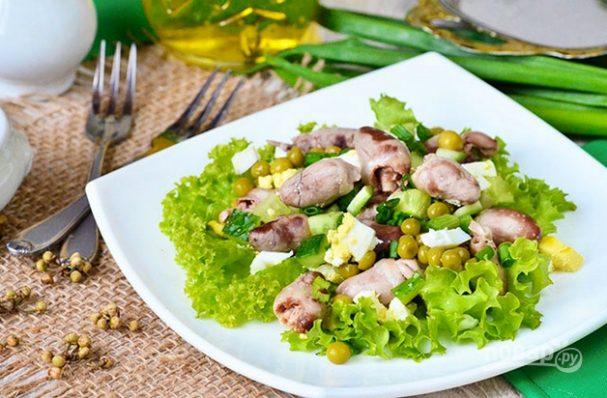 Салат с куриными сердечками и яйцом