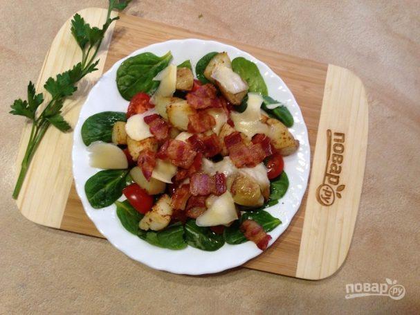 Теплый салат со шпинатом