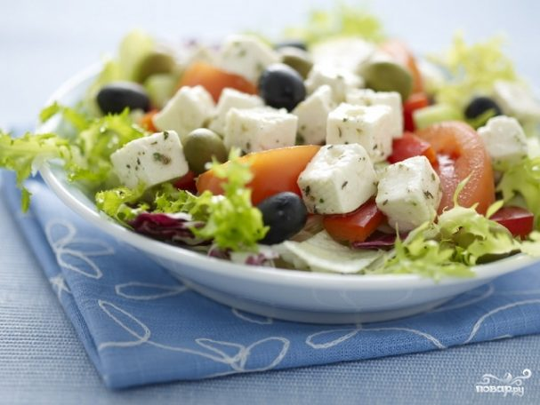 Салат греческий с маслинами