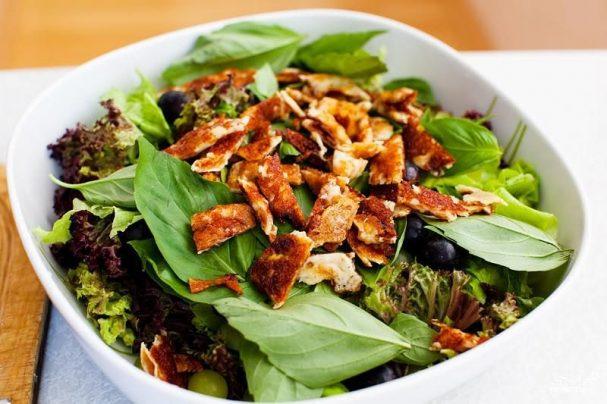 Салат из сулугуни и винограда