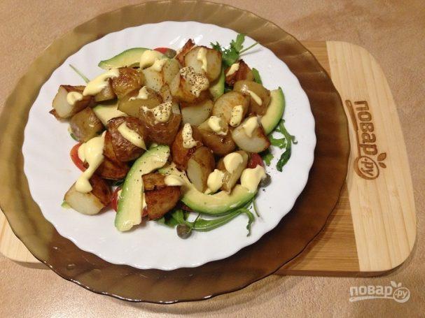Теплый картофельный салат с авокадо