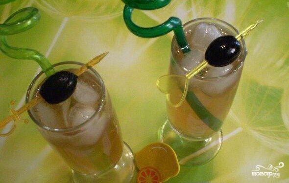 Коктейль с оливкой