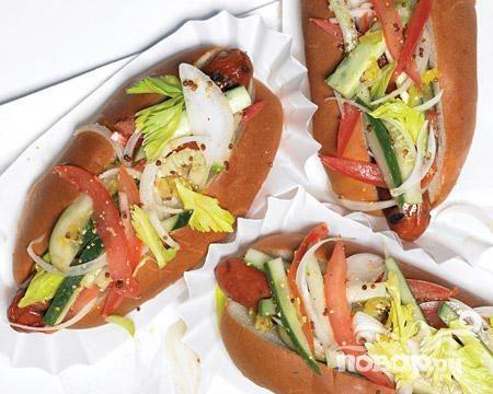 Хот-доги с сельдереем, огурцом и помидором