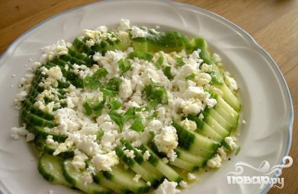 Простой огуречный салат с сыром Фета