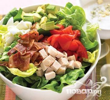Салат с беконом, индейкой и пахтой