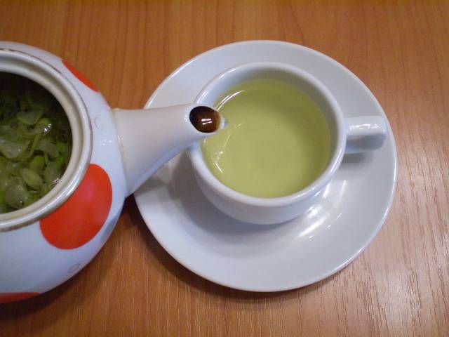 5. Чай готов, разливаем и подаем к чаю мед или сахар. Приятного!