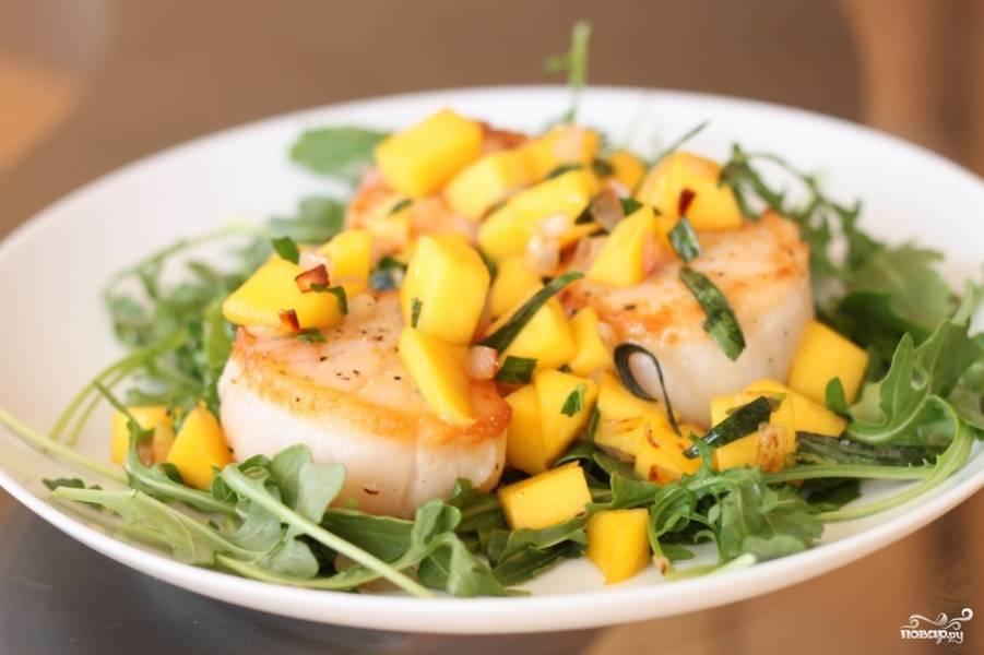 Морские гребешки с ананасовой сальсой