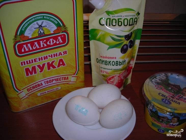 1. По этому рецепту тесто для пирога получается очень вкусным и простым. Для его приготовления нужно минимум доступных ингредиентов.