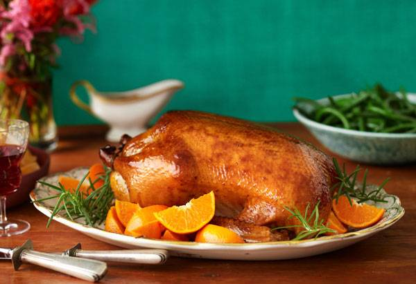 Утка, фаршированная клюквой и яблоками - пошаговый рецепт с фото на