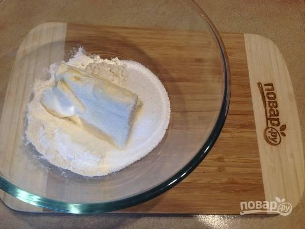 Пирог с вареной сгущенкой и штрейзелем - пошаговый рецепт