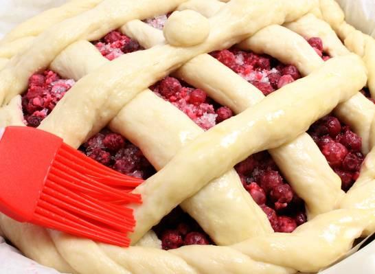 Пирог дрожжевой ягодный - пошаговый рецепт с фото на