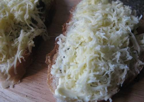 Вкусные бутерброды со шпротами - пошаговый рецепт